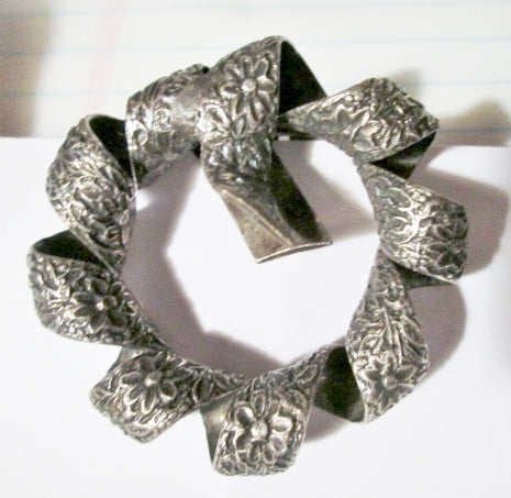Vintage Etched FLORAL WREATH RIBBON SILVER SCARF CLIP BUCKLE Purse PIN Flower