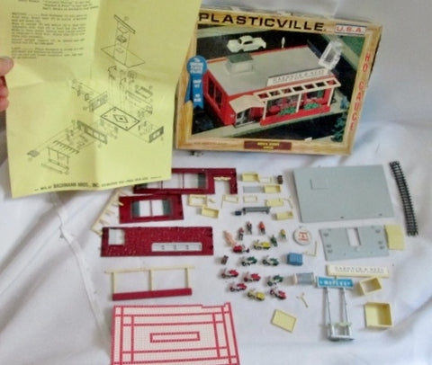 Vintage Plasticville by Bachmann 2905 MEN'S STORE MOPED Boxed Lot Figurines Extras