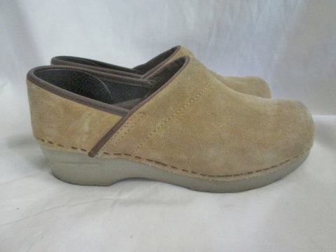 EUC Womens DANSKO Suede Leather Clogs Shoes Slip-On Mules BEIGE 38 7.5 TAN BROWN