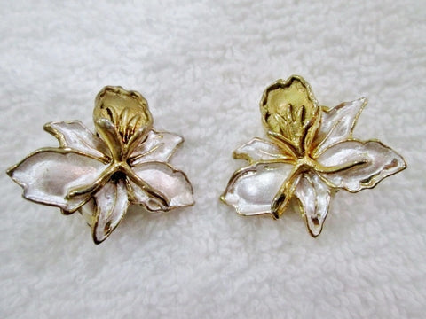 Vintage WHITE FLOWER EARRING Set Clip On GOLD Jewelry FLORAL Enamel ROSE LILY