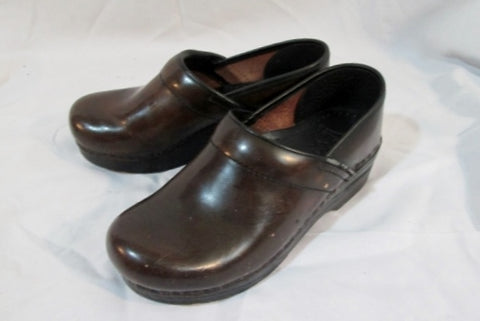 Womens Ladies DANSKO Patent Leather Clogs Shoes Slip-On Mules BROWN 37 / 6.5