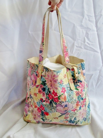 NEW NWT ACCESSORIZE REVERSIBLE FLORAL Book Bag Canvas Tote Beige Reusable