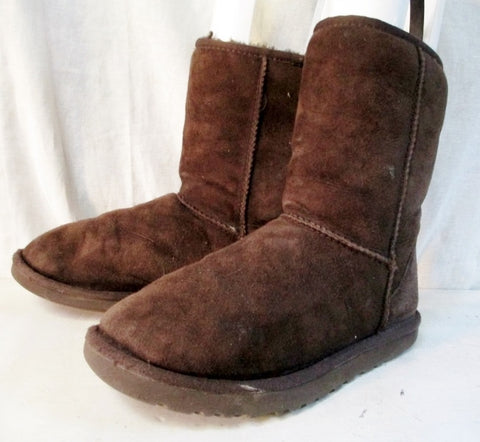 Womens UGG AUSTRALIA 5825 CLASSIC Short Suede Winter BOOTS Shoes 7 CHOCOLATE BROWN