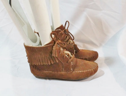 NEW Womens MINNETONKA SHEARLING Lined Suede Fringe Bootie BROWN 6 Moccasin