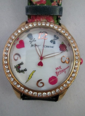 BETSEY JOHNSON XOX 50 Rhinestone BJ00131-63 WATCH Japan ROSE SKULL FLORAL RHINESTONE