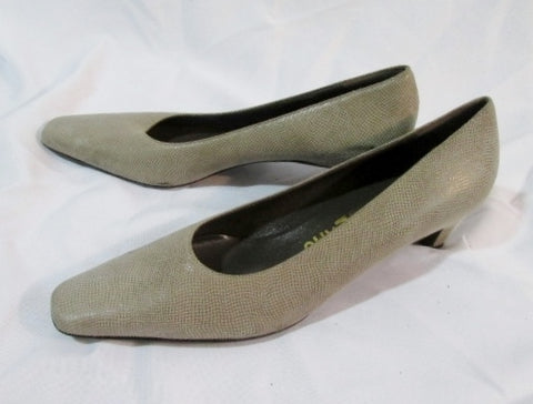 Womens SALVATORE FERRAGAMO 55172 ITALY Leather Suede Pump 9 Shoes BEIGE