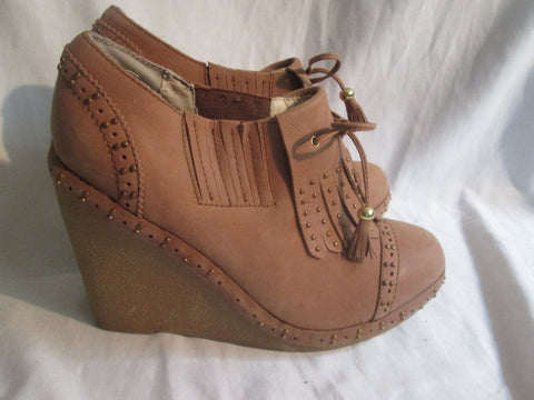 NEW LOVELY PEOPLE Wedge Heel Vegan Ankle BOOT Shoe BROWN 9 Fringe