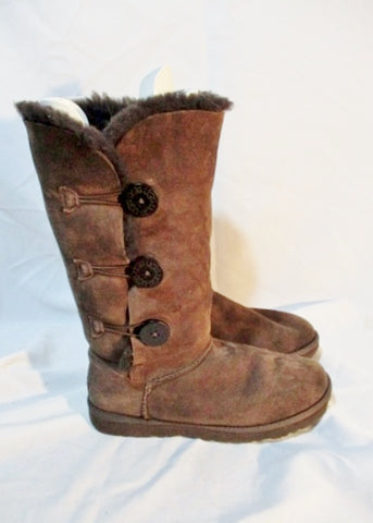 Womens UGG AUSTRALIA 1873 BAILEY BUTTON TRIPLET Suede BOOTS CHOCOLATE 8 BROWN