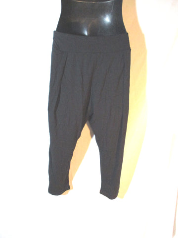 NEW SWEATY BETTY SALAMBA YOGA CAPRI Legging Pants BLACK M NWT Athletic Fitness