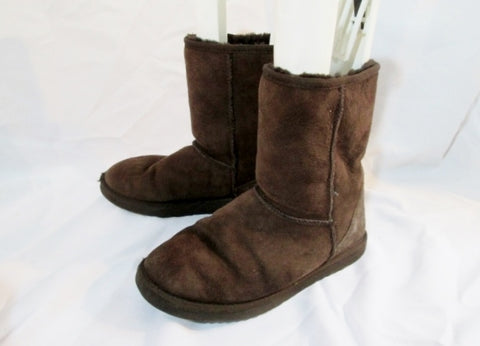 Womens UGG AUSTRALIA 5825 CLASSIC Short Suede BOOT 8 BROWN CHOCOLATE  Winter Shoes