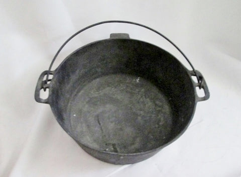 Rustic Primitive #8  DUTCH OVEN Cast Iron  Pot Pan Cooking Camping USA Sits Flat