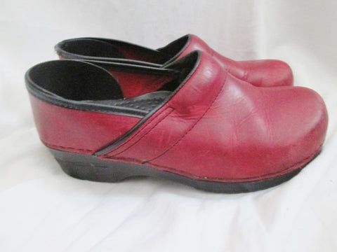 Womens DANSKO Leather Clogs Shoes Slip-On 40 / 8.5 BRICK RED Boho Hipster