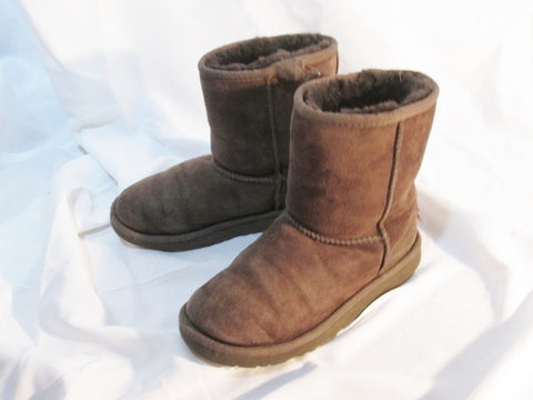 Kids Girls UGG AUSTRALIA 5251 CLASSIC SHORT Suede BOOTS Shoe CHOCOLATE 3 BROWN