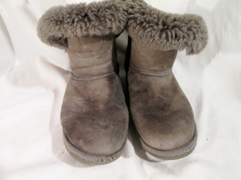 3ee0d71c9ce Womens UGG AUSTRALIA 5803 BAILEY BUTTON Suede Winter BOOTS Shoe GRAY 8 Snow