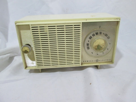 Vintage General Electric Radio 540-1600 Band Portable Radio CREME WHITE WORKS!