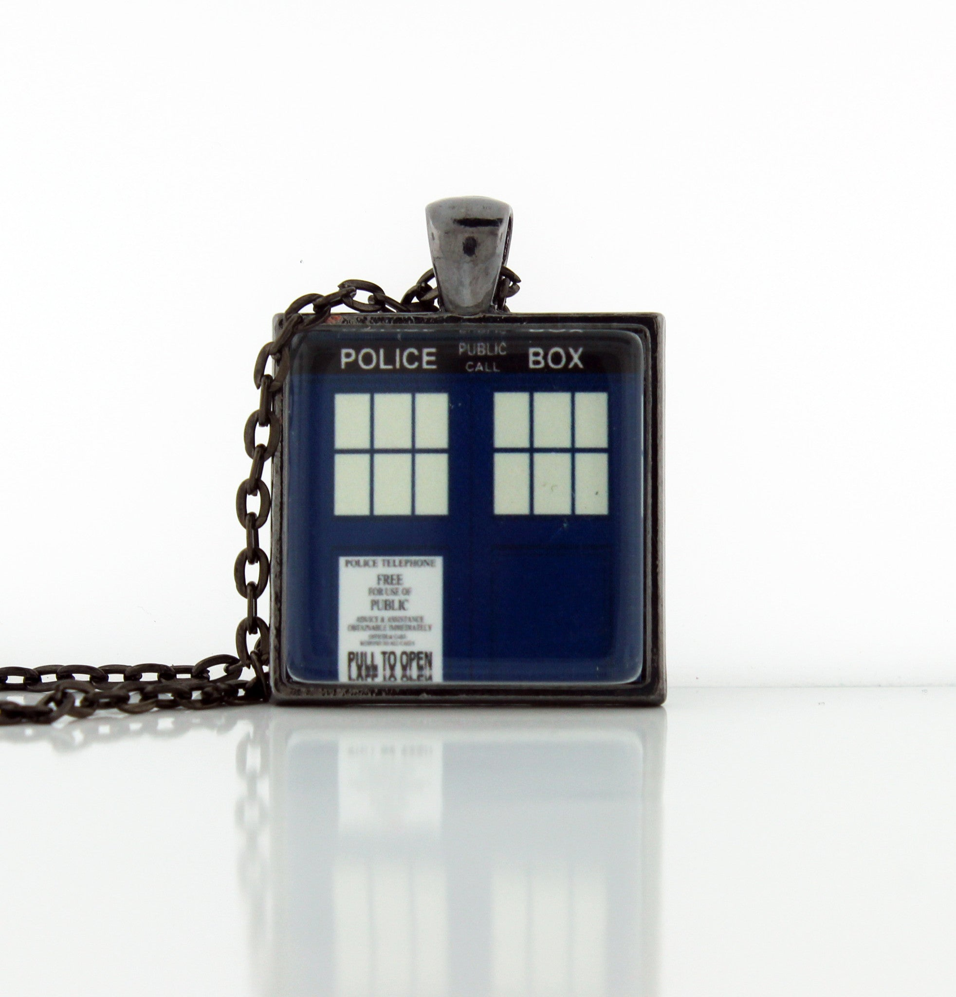 Police Box Necklace - Consulting Fangeeks