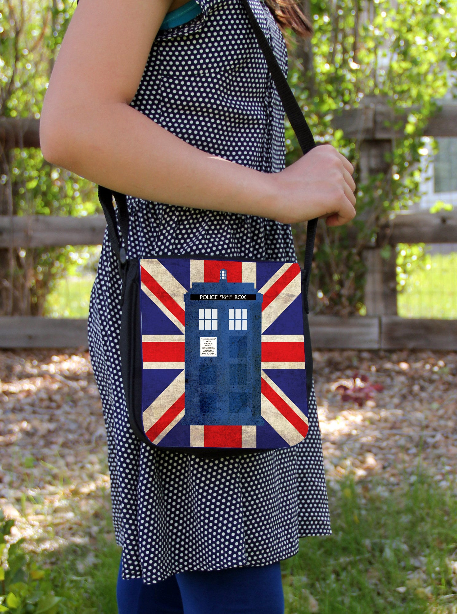 Police Box in London Messenger Bag - Consulting Fangeeks - 1