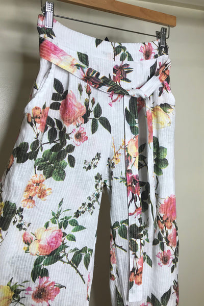 Italian Linen Floral 7/8 Pants with Belt. OSFM