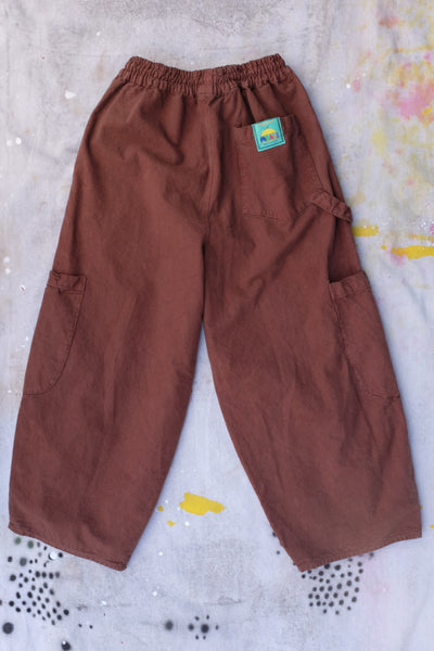 chef pants chocolate meals clothing baggy pants elastic waist 5 pockets 2 knee and tong holder Virgil Normal clothing and chef supplies