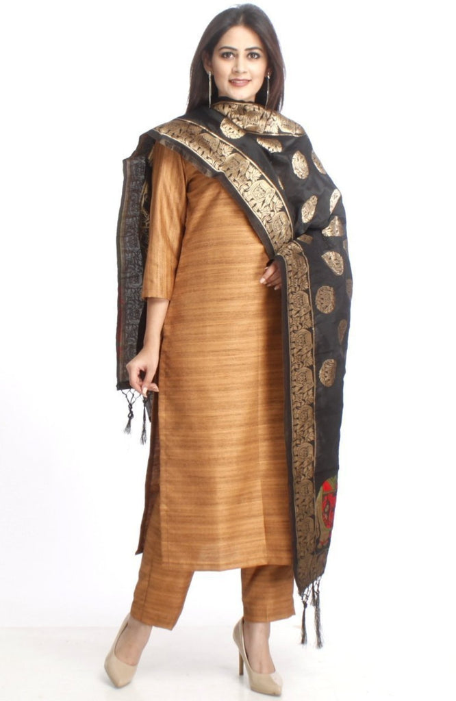 anokherang Combos XS Gold Kundan Silk Kurti with Straight Pants and Black Banarsi Stole