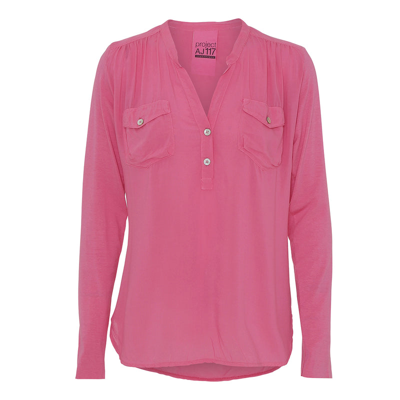 Moe shirt in pink with long sleeves and buttoned v-neck