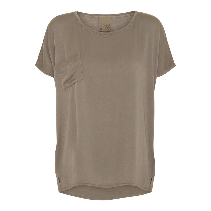 basic tee in army round neck and breast pocket
