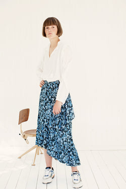 white shirt with ruffles on sleeves styles with blue print skirt