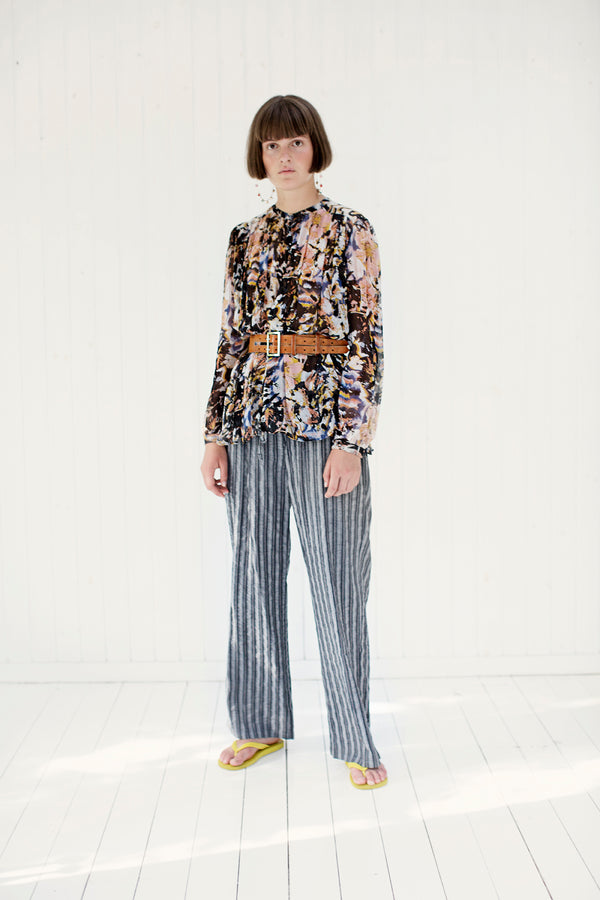 striped loose pants in blue with printed shirt and belt