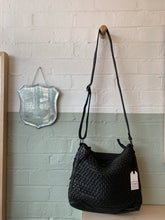 Load image into Gallery viewer, Woven Hobo Bag|Cognac