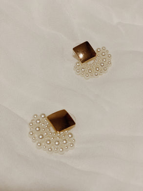 Pearlescent Beaded Stud Earrings | By: Life in the sun store