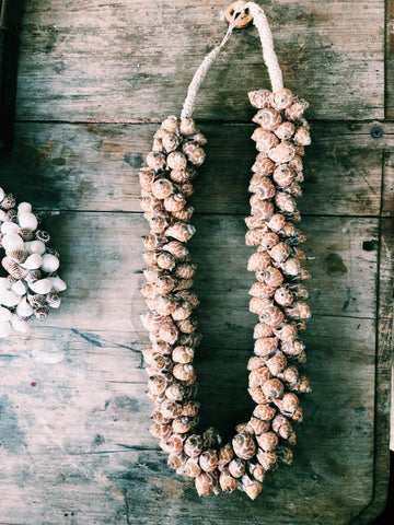 'IKINA' SHELL NECKLACE DECOR - TAN