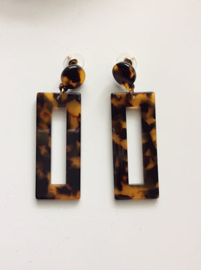 Mara Tortoise Rectangle Earrings | By: Life in the sun store