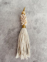 Load image into Gallery viewer, SEASHELL LONG TASSEL KEY RING - NATURAL