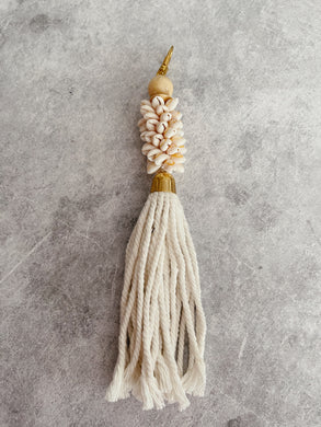 SEASHELL LONG TASSEL KEY RING - NATURAL