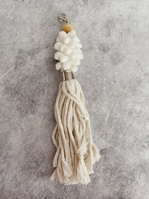 SEASHELL LONG TASSEL KEY RING - WHITE