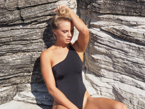 GERRY CAN // AVALON ONE PIECE // BLACK