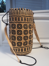 Load image into Gallery viewer, Mono Pattern Straw woven bucket bag