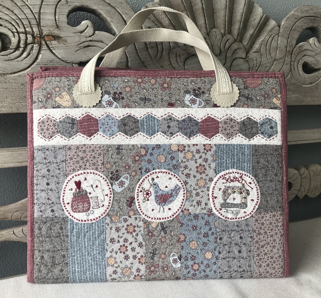 Lynette Anderson  EPP Carry All Case Pattern