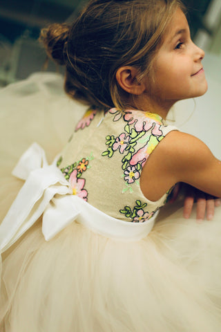 how to tie a sash on a dress