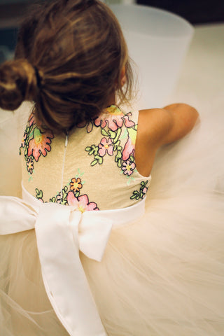 The perfect bow for a flower girl dress