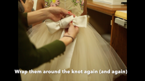 tying the perfect flower girl dress bow