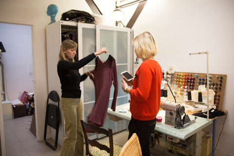 Lisa shows Kreateurs founder Inga a piece from her latest collection