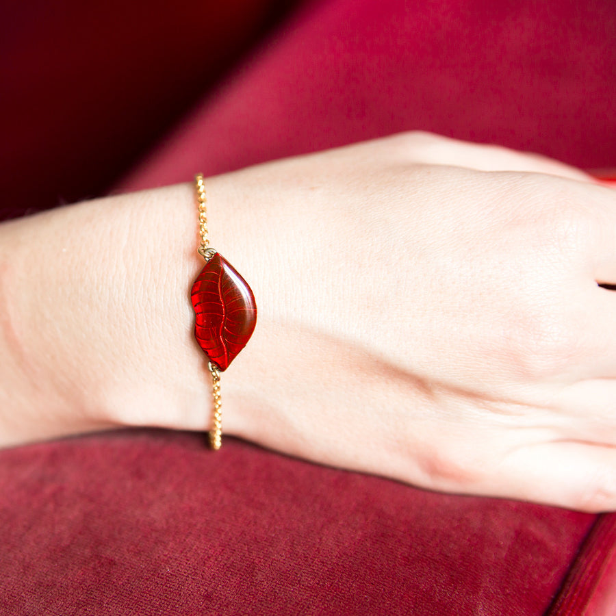 Small red lips bracelet Petit Baiser by Alice Hubert. - Alice Hubert