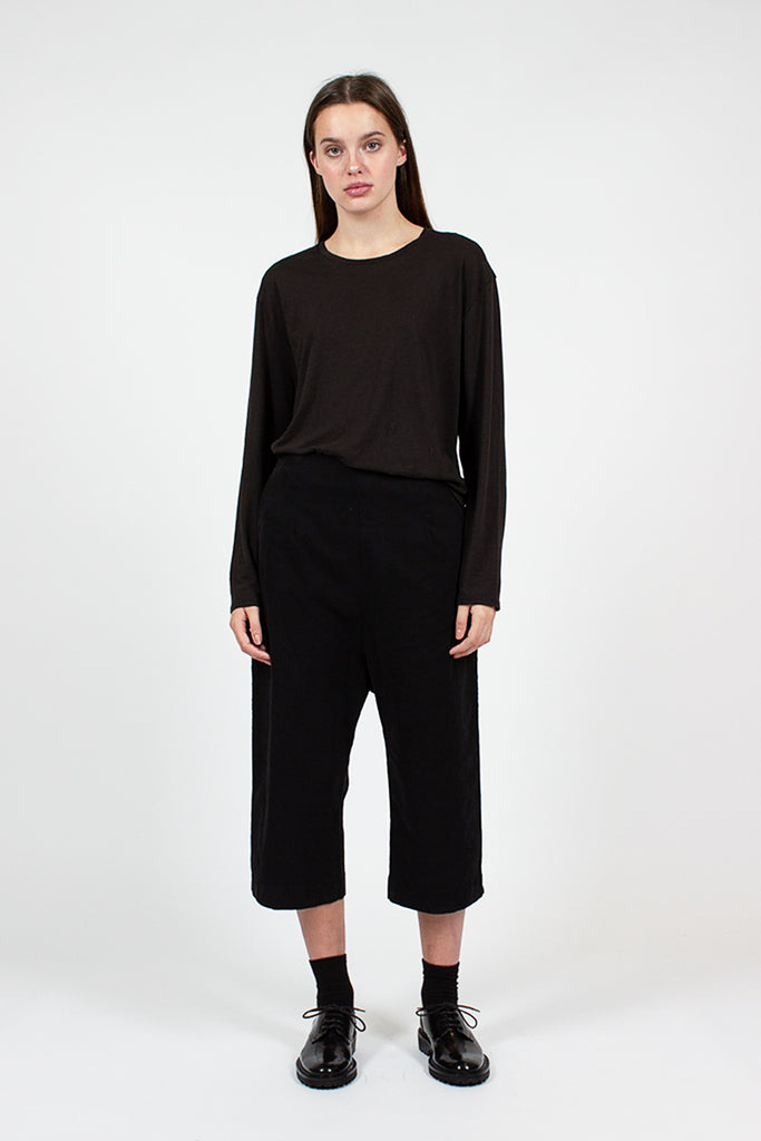 23_189 Black Short Trousers