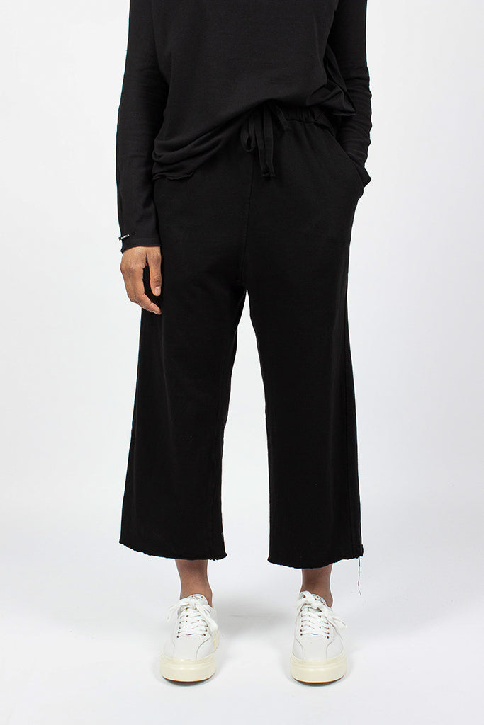 23_211 Wide & Short Trousers Black