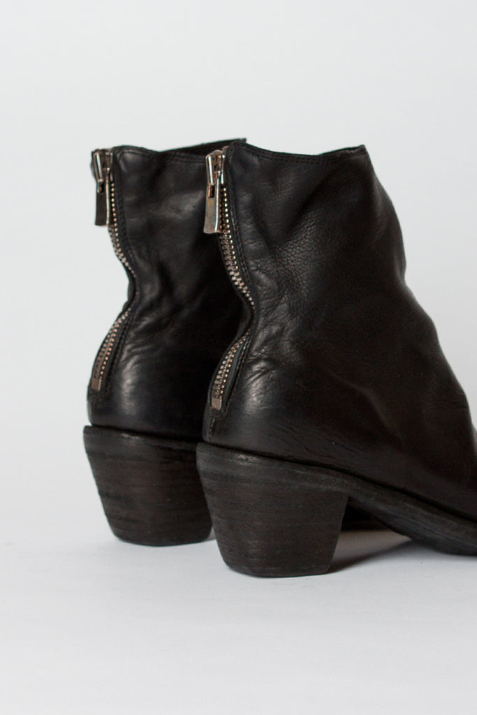 4006 Heeled Zip Boot