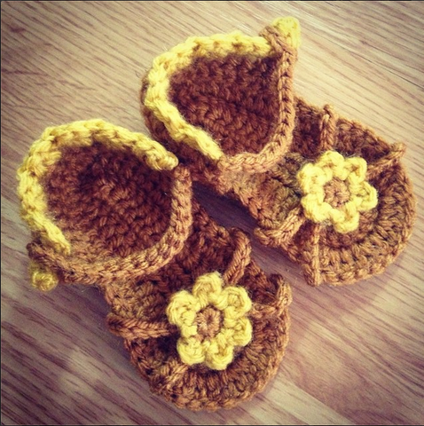 Crochet Baby Sandals with Flower