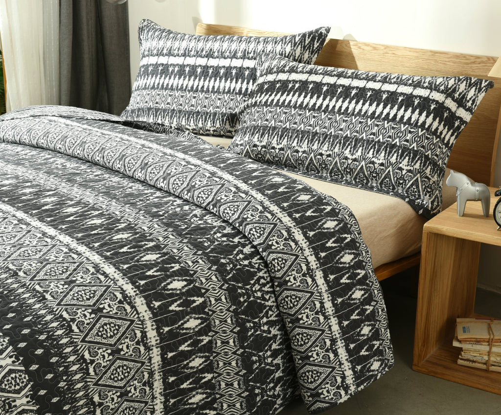 Dada Bedding Aztec Geometric Stripes Quilted Coverlet