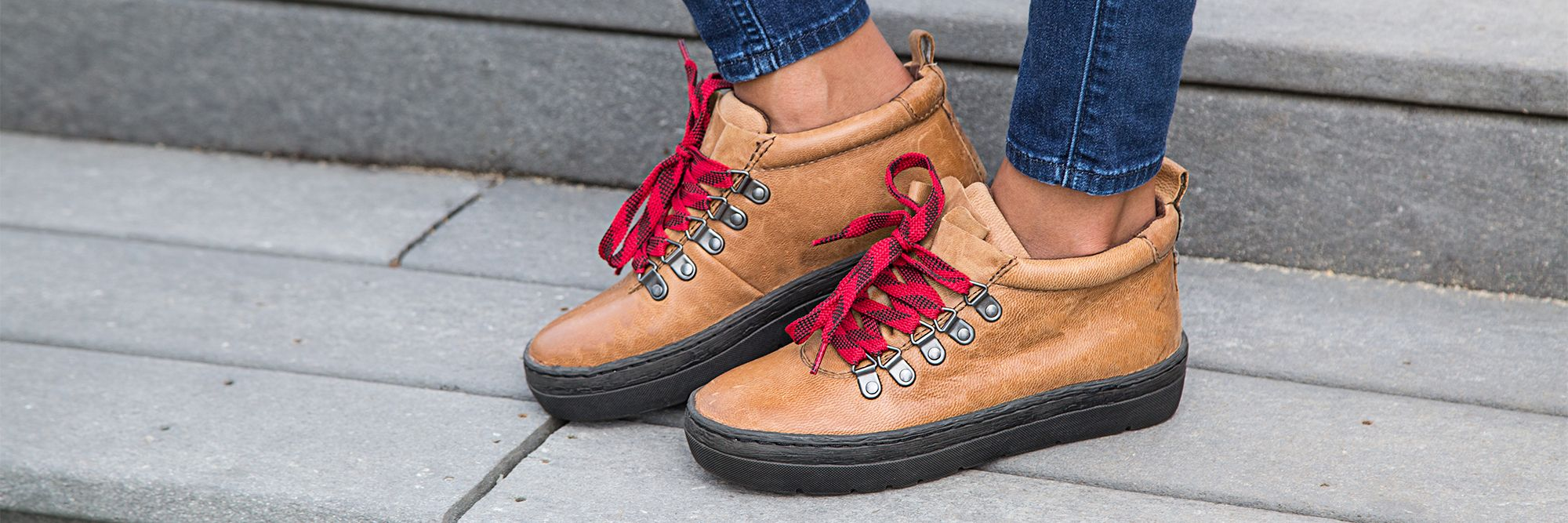 Here's three fun and easy ways you can style your hiking sneakers for fall!