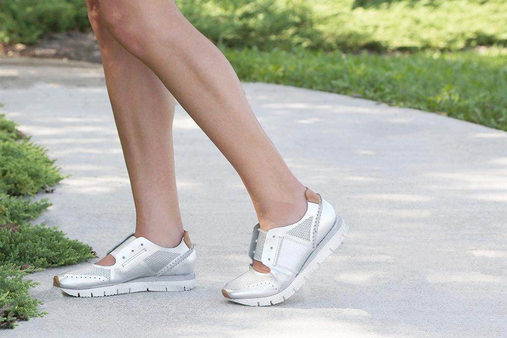 Strap on your favorite walking sneakers and let's get moving! Here's 5 reasons why you should take a walk everyday.